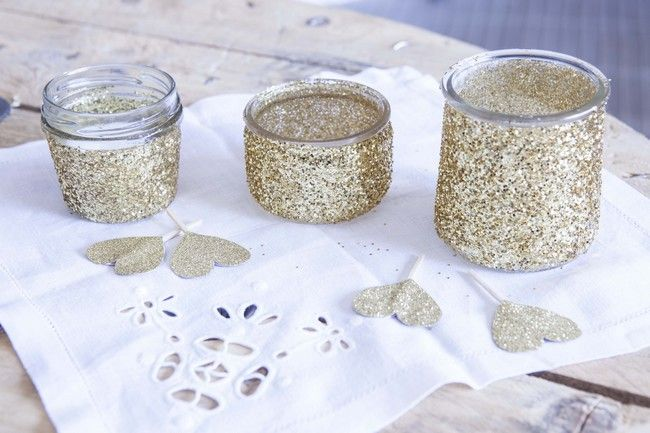 Diy des photophores paillettes la mari e paillettes for Decoration pot de yaourt en verre