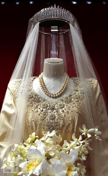 Detail view of Queen Elizabeth's 1947 wedding gown bodice, pearls, veil, and tiara.