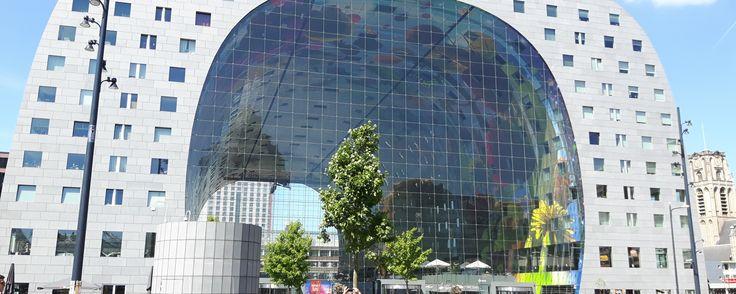 """Als je een foodie vraagt wat je echt moet zien in Rotterdam, zal diegene hoogstwaarschijnlijk als eerste """"De Markthal"""" roepen. Buiten dat De Markthal een onwijs prachtig gebouw is, is h…"""