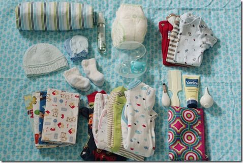 What to pack in your hospital bags before having a baby. This blog has a list for a baby bag and a mama bag.
