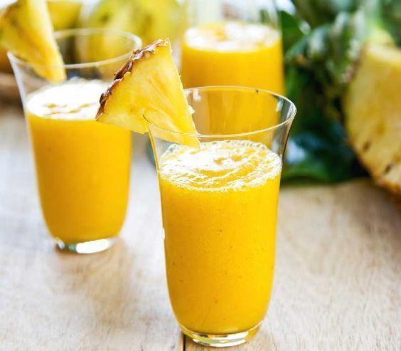 Πρωινός χυμός με ανανά και λεμόνι