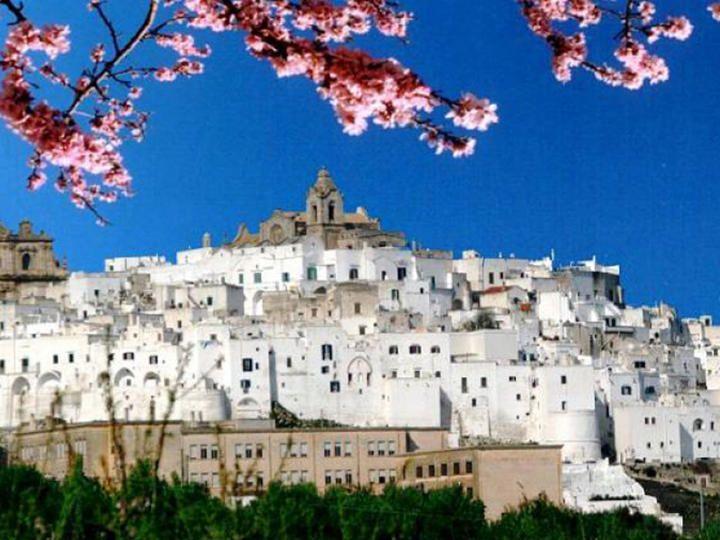 """Gita """"fuori porta"""" per Pasqua: 12 incantevoli borghi bianchi d'Italia"""