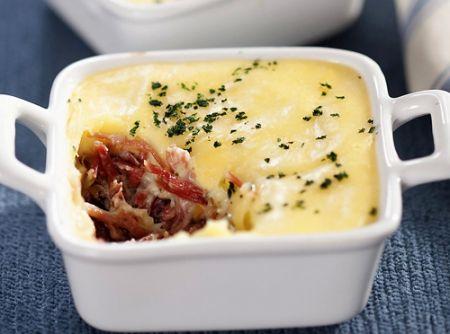 Escondidinho de carne seca - Veja mais em: http://www.cybercook.com.br/receita-de-escondidinho-de-carne-seca.html?codigo=17197