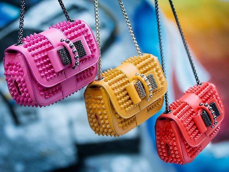 E visto che 'pungono' non te la ruberà nessuno!  Per #me la #fucsia, grazie! Christian Louboutin  #handbag #ChristianLouboutin #studs #gloss #colors #love