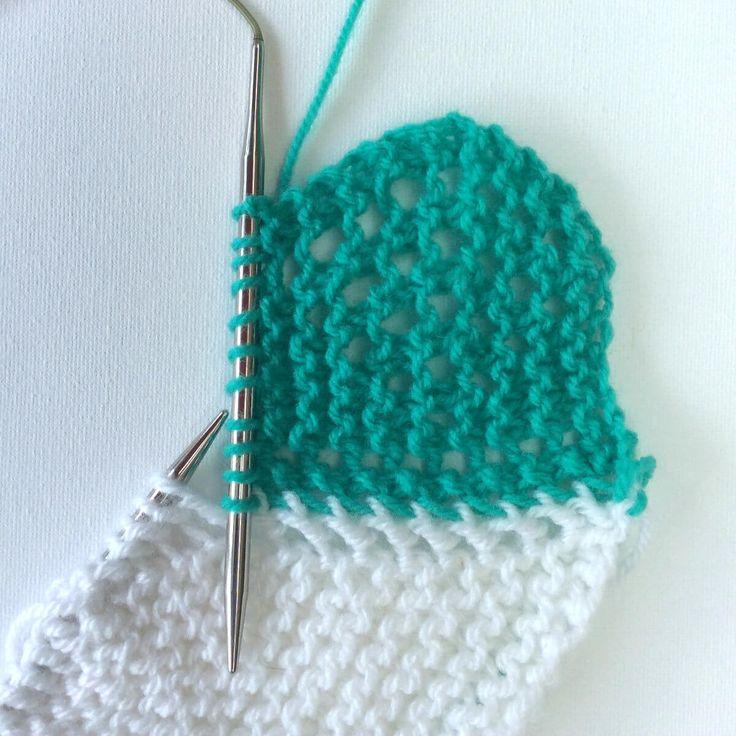 Working a knitted-on border - A tutorial by La Visch Designs - www.lavisch.com