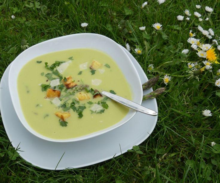 Zuppa di Asparagi (Italienische Spargelsuppe aus grünem Spargel)