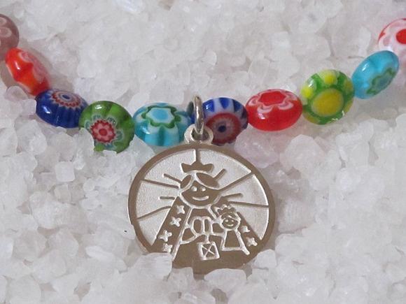 Gargantilla de cuentas de murano con medalla de plata Virgencita plis