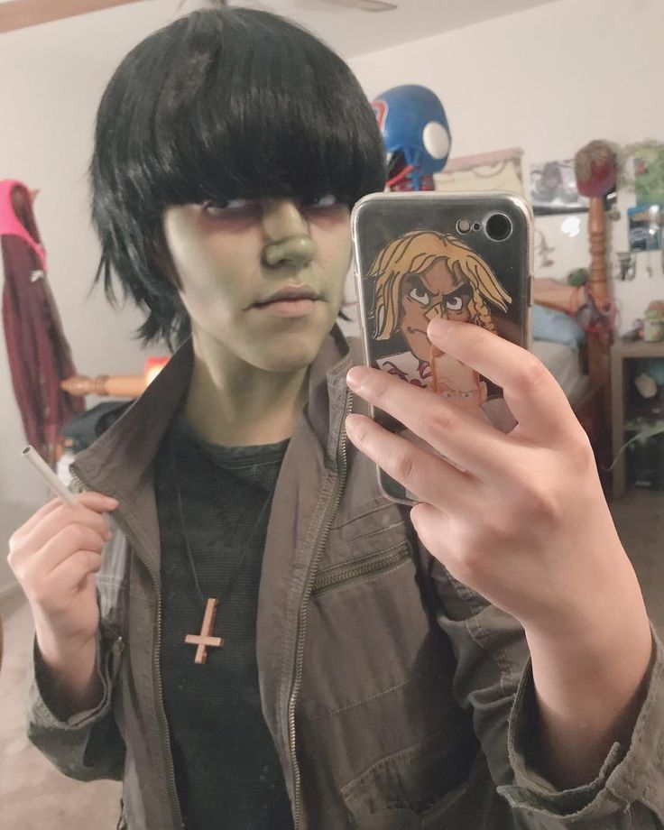 The IPhone alarm clock has fucked me up to the point where I hear it when its not time to wake up I freak out lmao . . . . . #murdocniccalscosplay #murdocgorillaz #murdocniccals #murdoc #murdoccosplay #gorillaz #gorillazmurdoc #gorillazcosplay #cosplay #cosplaymakeup #arizonacosplay #arizonacosplayer #azcosplay #cosplayer #cosplaymakeup #humanz #saturnzbarz #phase1 #rockthehouse #phase4 #gorillazxtelekomelectronicbeats #hewll