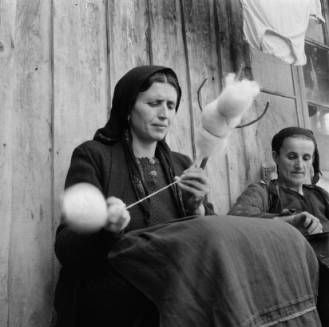 Greece, woman in Métsovon spinning thread using distaff and drop spindle :: AGSL Digital Photo Archive - Europe