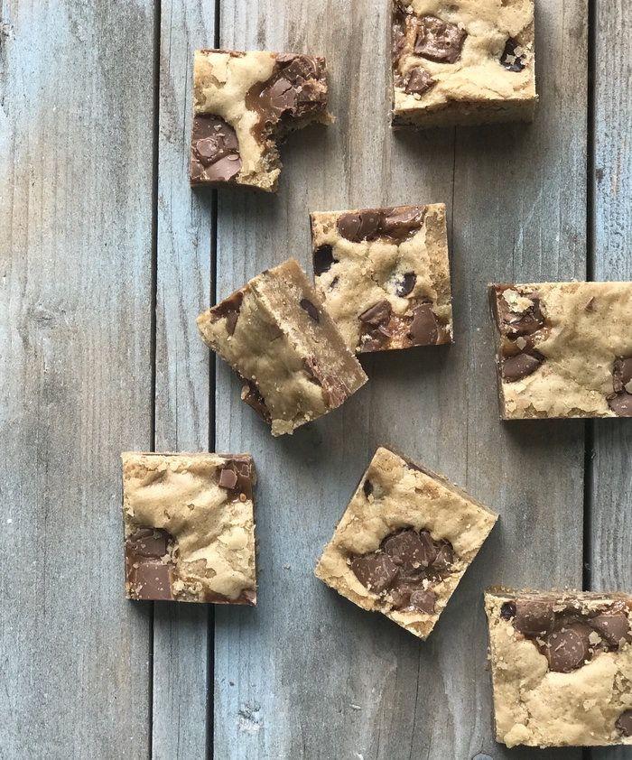 Lækre cookies eller rettere cookie-bars med Marabou Smil - det er sødt, lidt snasket og en kage med masser af smag.