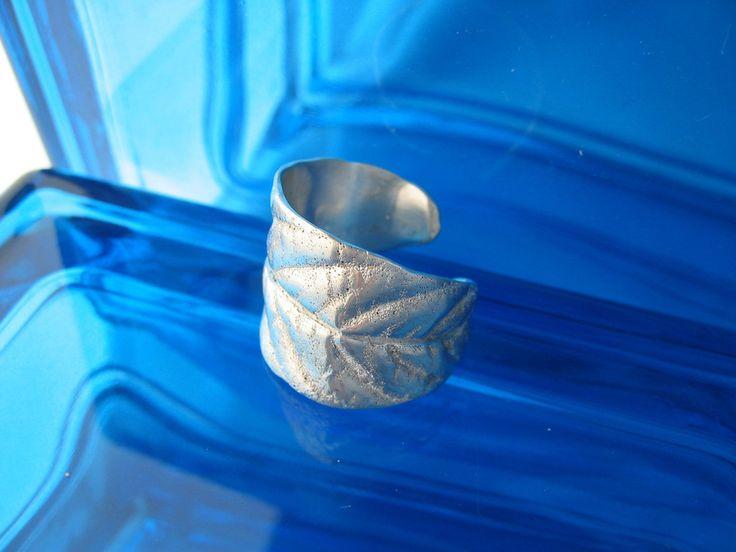 mystery leaf ring