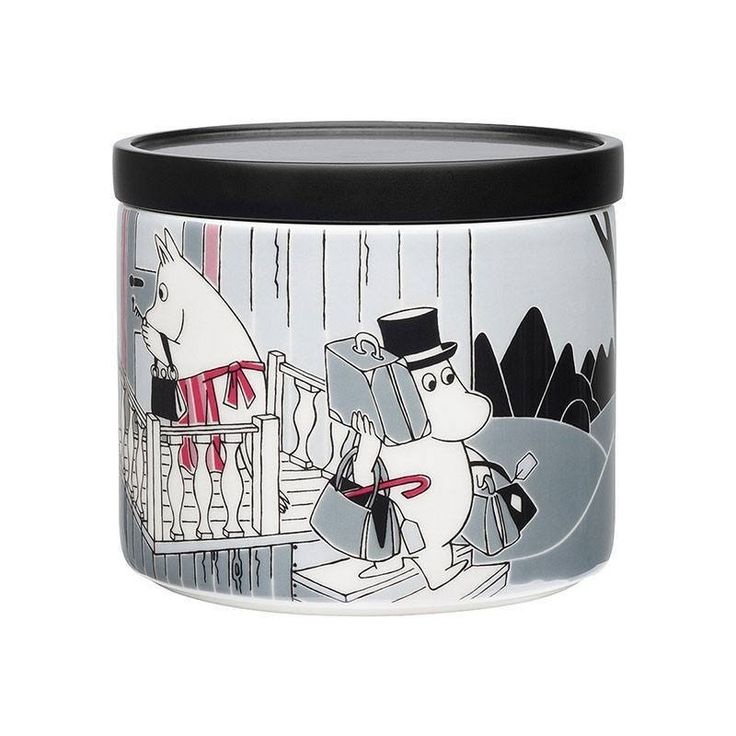 The Adventure Move jar by Arabia features a famous motive from Moomintroll and the comet. Arabia artist Tove Slotte has designed this delightful Moomin object keeping with the original drawings. Perfect for hiding away goodies and treasures.Material: Porcelain