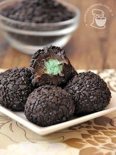 brigadeiro com recheio de menta - fazer o recheio e colocar em brigadeiro de biomassa ou banhar no chocolate derretido