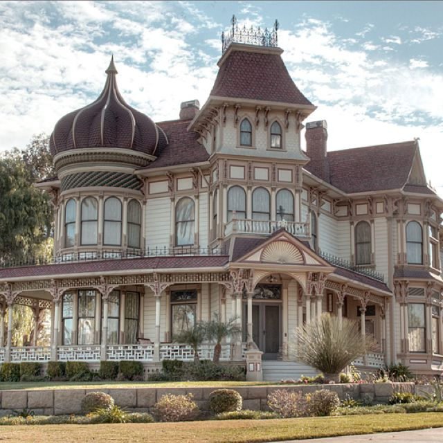 Over 230 Different Victorian Homes http://pinterest.com/njestates/victorian-homes/