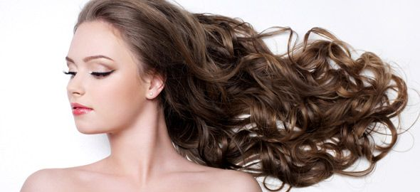 Κυματιστές τούφες, λαμπερές ανταύγειες και κομψοί κότσοι είναι κάποια μόνο χτενίσματα που θα κάνουν τα μακριά μαλλιά σας να δείχνουν πιο σέξι από ποτέ.