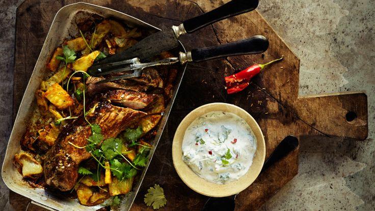 Ovnsstekt svinefilet med bakt kål, sellerirot og harissasaus