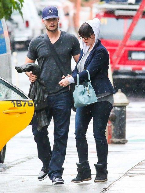 Pregnant Jennifer Love Hewitt & Brian Hallisay Leaving Their New York Hotel