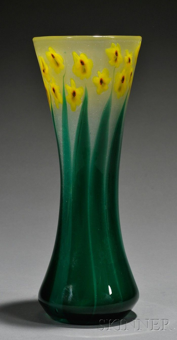 dating tiffany favrile glass A highly collectible iridescent glass vase designed by the sought after designer  louis comfort tiffany this american art glass vase has a subtle leaf pattern and .