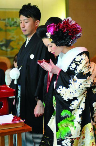 着物と髪の花がぴったりで素敵 和婚ギャラリー 着物ウェディング 和装 色打掛 洋髪