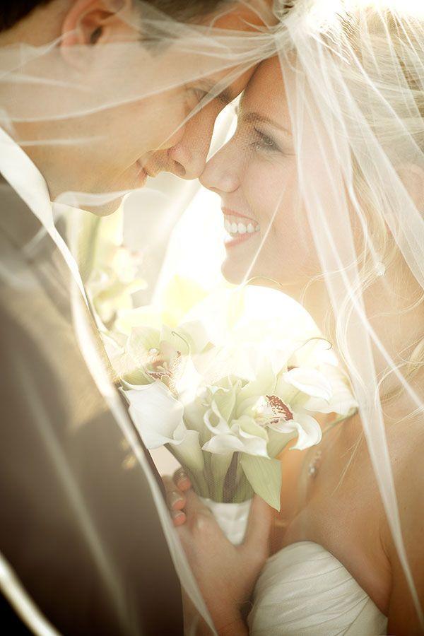 wedding photo ideas -smiling gaze in the eyes