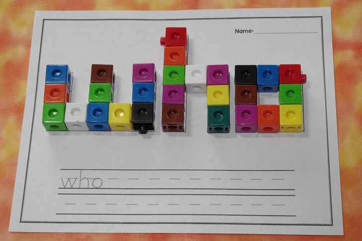 Sight word center with snap cubes. This would be a great word work or sight word center!