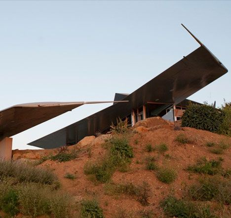 Recycled 747 Wing House by Studio of Environmental Architecture