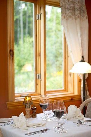 L'Auberge-Spa Le Madrigal à #Bromont dans les Cantons-de-l'Est. Un chouette endroit pour les vacances ou les affaires. Le restaurant offre une cuisine régionale et gastronomique variée. À chaque saison, le menu diffère pour de belles découvertes.   #auberge #restaurant #qcfoodie #foodies  #bonnebouffe #cantonsdelest #bromont