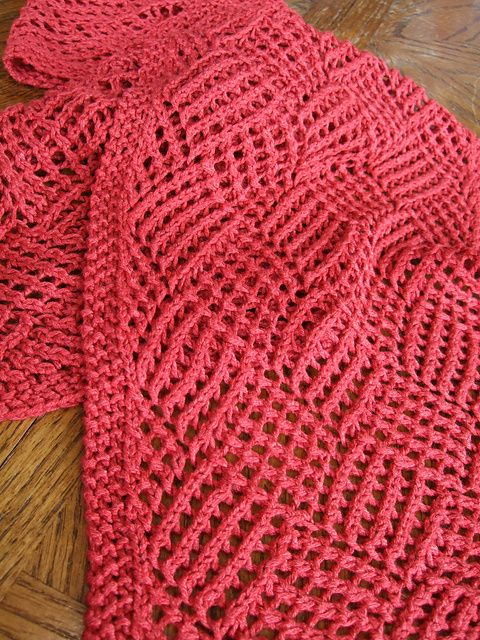 Love this stitch pattern.  A free Ravelry download for the scarf - Gridwork pattern by Janelle Martin.