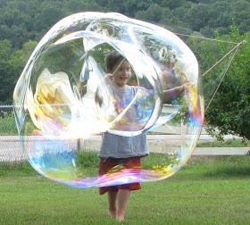 Bubbles, Bubbles Everywhere: tutorial for making giant bubbles