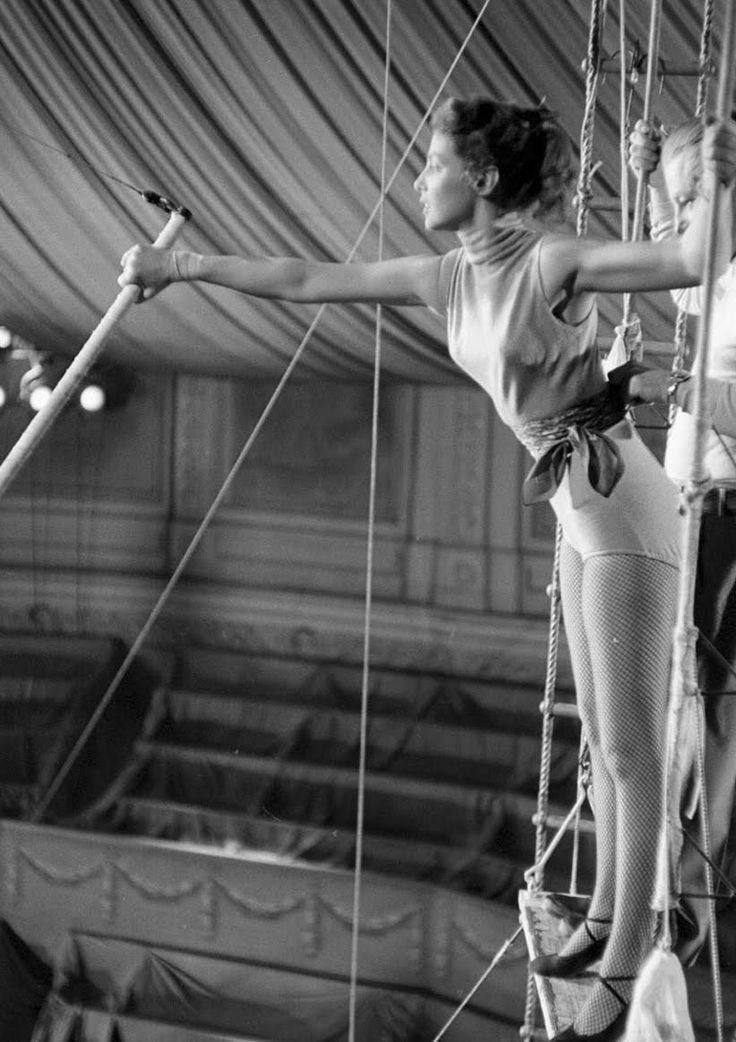 Trapeze Work... One day I wanna try this:D