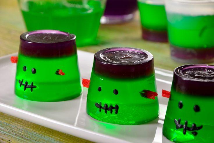 Prepara esta noche de brujas una divertida gelatina que a tus hijos les encantará. Puedes utilizar el tamaño que prefieras.