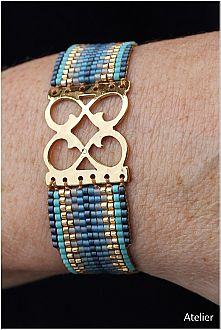 Stunning Bracelet in Gold and Aqua Beads (small)