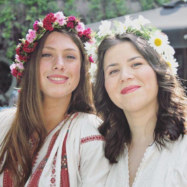 Mândre șezătoriste🤗 #sezatoareaurbana #flowers#romania #happy #love #photoftheday #wonderful #instadaily #instamood #instalike #instamoment #smiles #team #igers #latergram