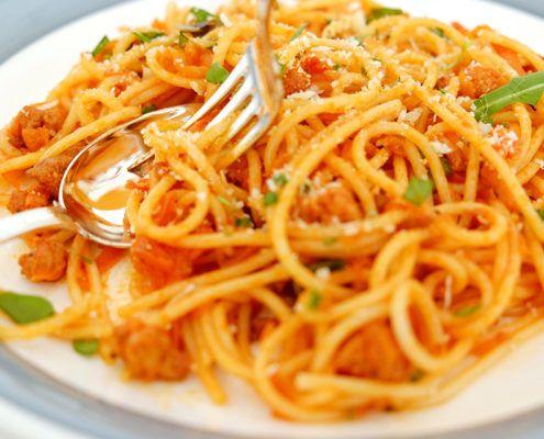 """Spaghetti """"Bolognese"""" gjord på tofu."""