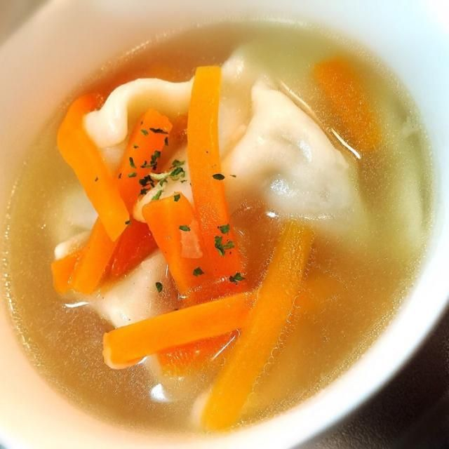水餃子と人参の中華スープ