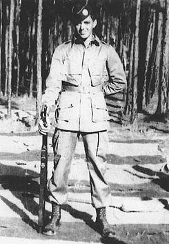 """El Sargento Darrel C. """"Shifty"""" Powers (13 de marzo, 1923 – 17 de junio, 2009)1 fue un suboficial del ejército estadounidense, que sirvió en la Compañía Easy,2.º Batallón, 506.º Regimiento de Infantería de Paracaidistas, 101.ª División Aerotransportada durante la Segunda Guerra Mundial."""