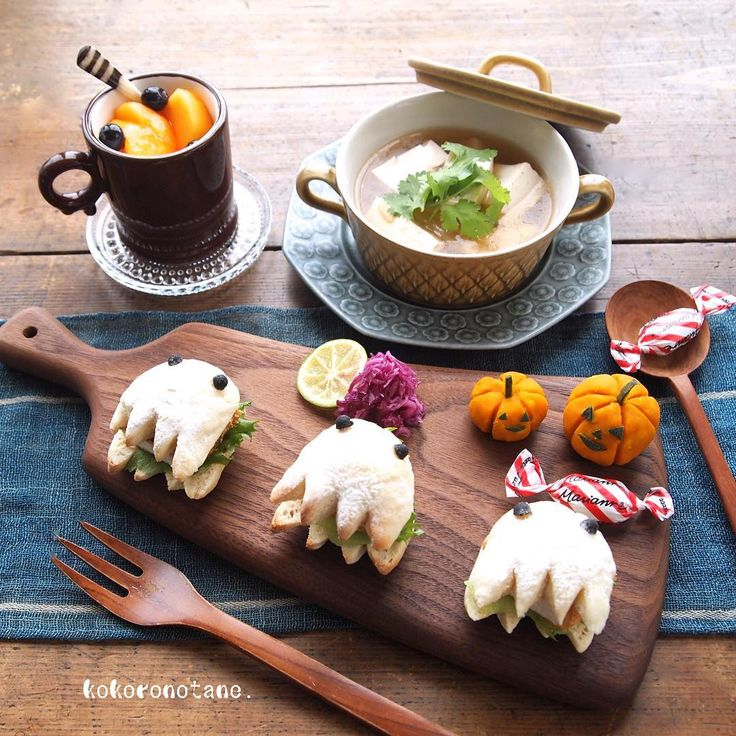 ❁.*⋆✧°.*⋆✧❁ Today's  lunch. ・ 昨日 焼いた白パンおばけに、 まぐろフライをサンドして お昼ごはん🎃❤︎ ・ ❁まぐろカツサンド ★かぼちゃマッシュ ❁紫キャベツのすだちマリネ ❁お豆腐と白菜と豚肉のお味噌汁 ❁柿とブルーベリーのヨーグルト いただきま〜す! ・ HappyHalloween〜🎃👻❤︎ ・ ・ ★マークの作り方を LINEブログに掲載しています。 ・ #こころのたねパンとオヤツ #LINEブログ更新中 ❁.*⋆✧°.*⋆✧°.*⋆✧°❁