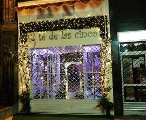 Desde #Navidad a #Reyes, debemos poner especial empeño en la #decoración de nuestro escaparate ✨#AKIsevivelaNavidad