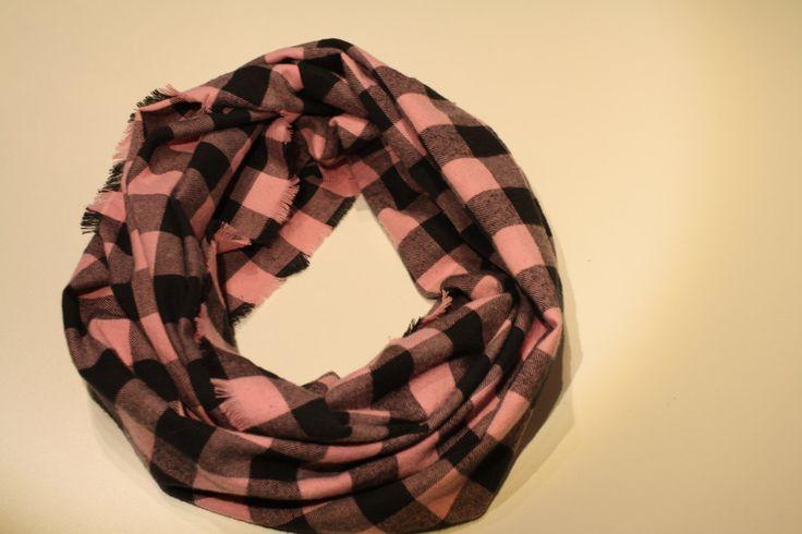 Foulard Infini pour femme, carreaux rose et noir de la boutique AteliersTaffetas sur Etsy