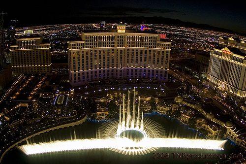 dancing fountain at Bellagio.  so fun to watch.: Bellagio Fountain, Vegas Baby, Favorite Places, Eiffel Towers, The View, Dance Fountain, Bellagio Las Vegas, Beautiful Things, Bellagio Dance