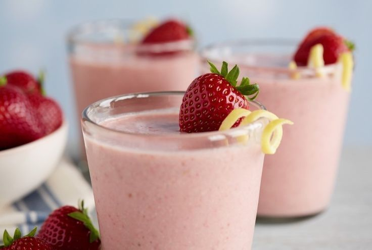 Driscoll's The Blender Girl's Creamy Lemon Strawberry Smoothie with ...