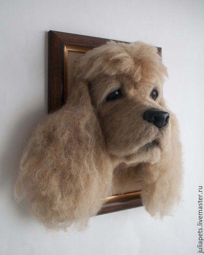 Купить или заказать Панно собаки Спаниель из шерсти в интернет-магазине на Ярмарке Мастеров. Очень интересный заказ домашнего питомца, любимой собаки. Давно задумывала попробовать сделать собаку породы спаниель, вот только кудрявые ушки останавливали. Пробовала завивать - не получались крупные кудри, оказалось что овечью шерсть проще намочить и проявится природная волнистость. Панно изготовлено методом сухого валяния, может стать необычным интерьерным украшением для любителей этой породы…