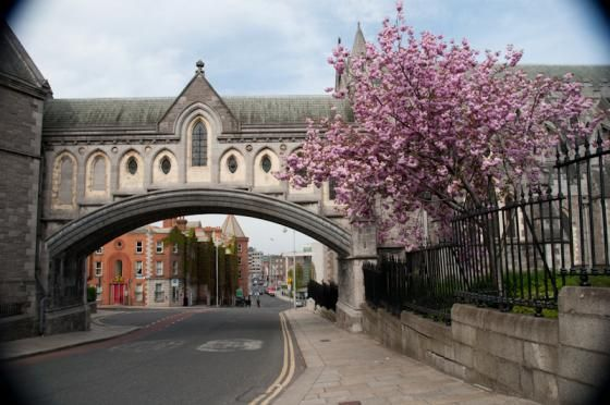 Dublin. The passage way between Dublinia, on the left, and Christ Church, on the right