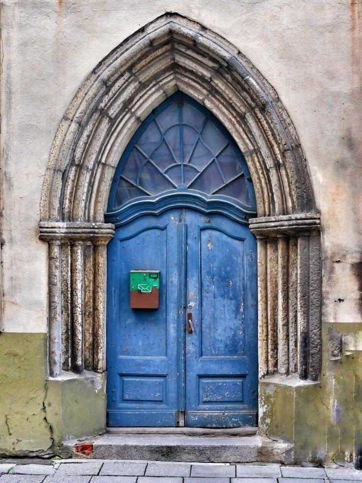 arkitektur vindue bygning hjem bue farve slot facade blå kirke kapel dør mål sted for tilbedelse kloster estland input hus indgangen historisk gamle dør tallinn portal oldtidshistorie