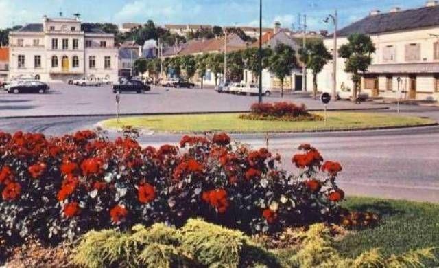 La mairie de Montataire La place de la mairie de Montataire