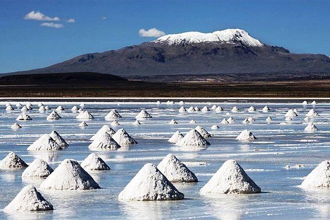 Salar d'Uyuni, Bolivie. Le Salar d'Uyuni bolivien est le plus grand désert de sel au monde....