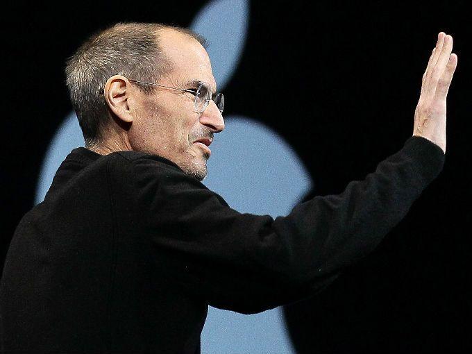 El co-fundador de la empresa de tecnología más sonada de los últimos tiempos Steve Jobs, presentó hoy su carta de renuncia. Jobs, quien luchó contra el cáncer de páncreas tiempo atrás, había estado ausente por razones médicas desde enero de este año.  Jobs escribió en su carta de renuncia: