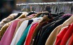 Come riciclare vestiti vecchi dopo aver fatto pulizia nell'armadio