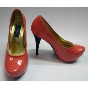 Un color 2012, el salmon, en unos stilettos geniales de plataforma interna y charol. Disponibles ya en la tienda.