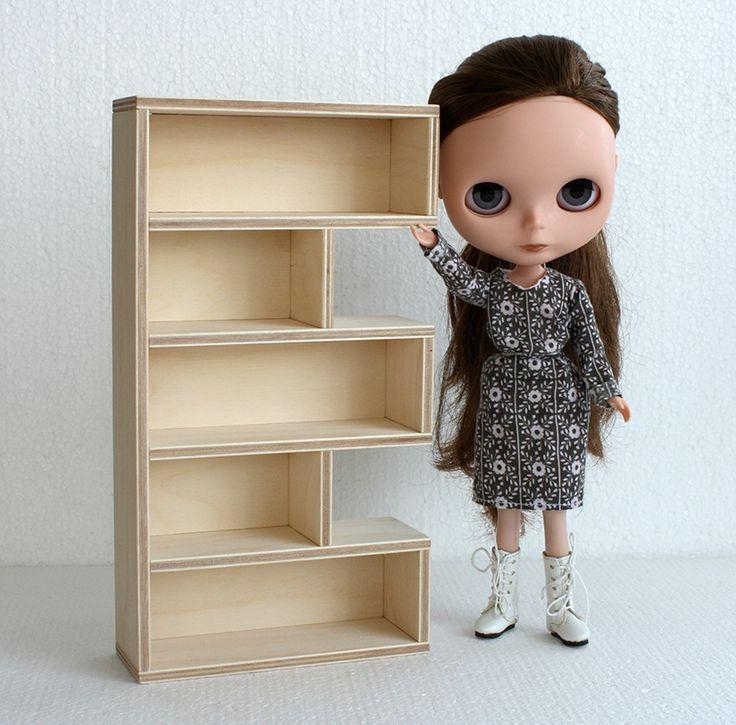 E bookcase for Bylthe size dolls #blythe #blythedoll #minimagine #furniture4dolls #blythefurniture #dollminiatures #playscale